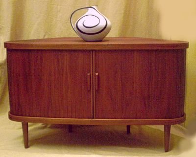 dunkler barschrank der 50er. Black Bedroom Furniture Sets. Home Design Ideas