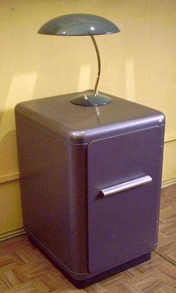 kommoden und schr nke der 50er. Black Bedroom Furniture Sets. Home Design Ideas