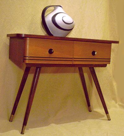 asymmetrische flurkommode der 50er. Black Bedroom Furniture Sets. Home Design Ideas