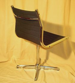 Charles eames alu chair von vitra for Eames chair plagiat
