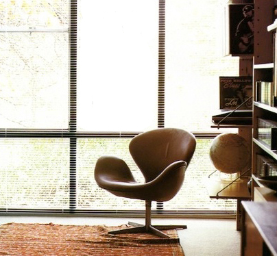 swan chair von arne jacobsen f r fritz hansen. Black Bedroom Furniture Sets. Home Design Ideas