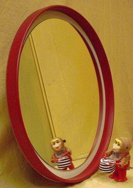 gro er roter badspiegel der 60er. Black Bedroom Furniture Sets. Home Design Ideas