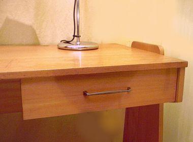 kleiner schreibtisch der 50er 60er jahre. Black Bedroom Furniture Sets. Home Design Ideas