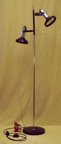 reflektierende strahler stehleuchte der 80er jahre. Black Bedroom Furniture Sets. Home Design Ideas